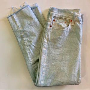 LEVI'S//garment dyed button fly frayed hem skinny